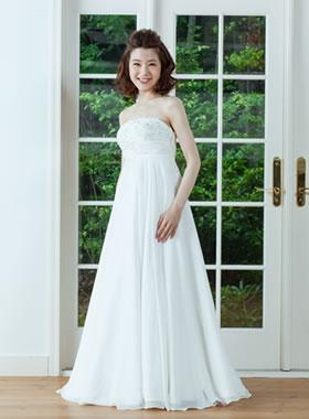 滋賀の2次会用ウェディングドレス レンタル エンパイアライン ホワイト ロングトレーン 花冠とリスレット