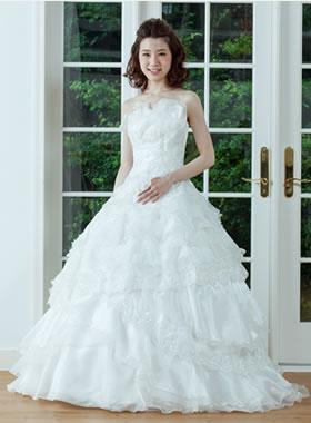 滋賀の2次会用ウェディングドレス レンタル プリンセスライン ホワイト ロングトレーン バラのモチーフ