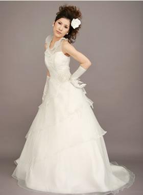滋賀の2次会用ウェディングドレス レンタル 細みのAライン オフホワイト ロングトレーン ティアードスカート