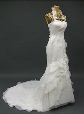 滋賀の2次会用ウェディングドレス レンタル マーメイド オフホワイト ロングトレーン ティアードスカート