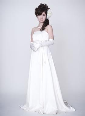 滋賀の2次会用ウェディングドレス レンタル エンパイア オフホワイト ロングトレーン サテン