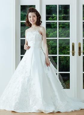 滋賀の2次会用ウェディングドレス レンタル Aライン オフホワイト ロングトレーン